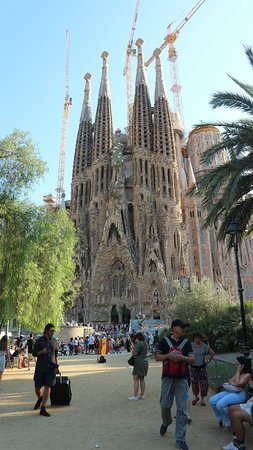 De Sagrada Família: little park overlooked by the sagrada familia provides amazing photography at zero expense