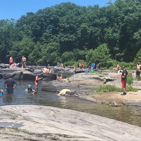 Skinners Falls: Local Hang out.  People come from 30 min away to swim and relax.. please don't bring glass bottl
