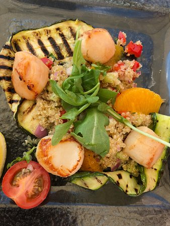 Pebble Beach Restaurant: Scallops with couscous