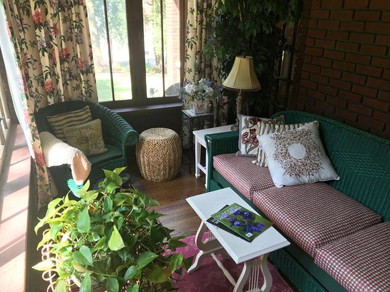 Mannington, WV: Sunroom