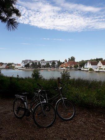 Pierre & Vacances Village Belle Dune: Vue de derrière le grand lac