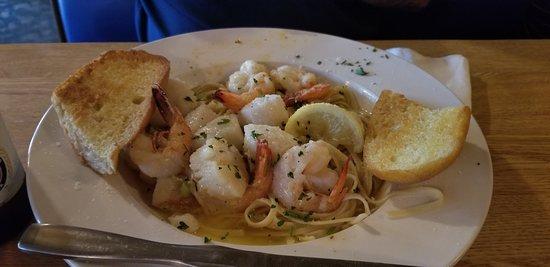 Sea Hut: Shrimp and Scallops Scampi in a white wine garlic butter sauce over linguine -YUM!
