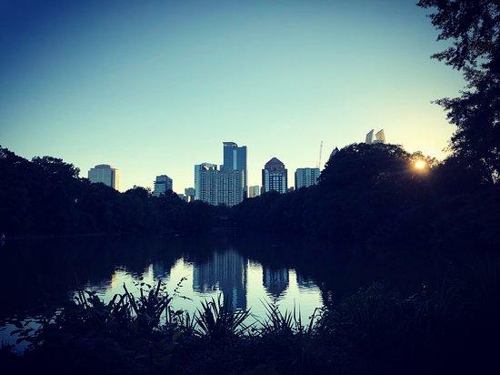 Parque Piedmont: Pond City View
