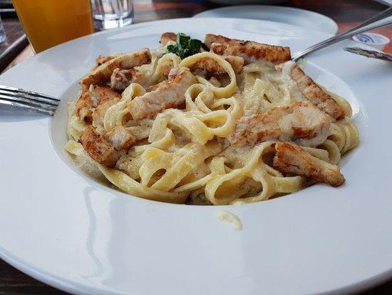 Mama Mia's Italian Eatery: Fettucine Alfredo med kyckling