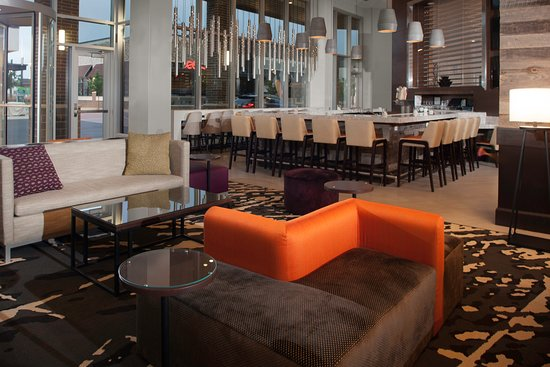 Hilton Garden Inn Charlotte Waverly: Grab a signature cocktail from our on-site bar