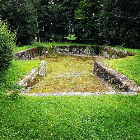 """Chateau de Voltaire: Esta suerte de """"piscina"""" servía para bañar a los caballos"""
