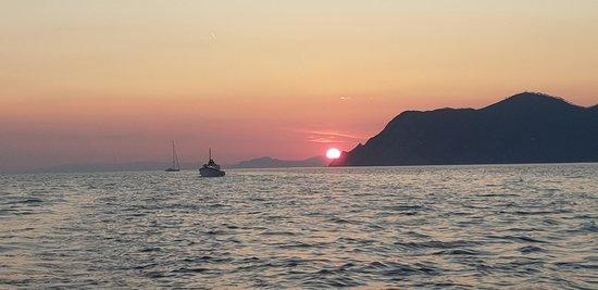 Enjoy Cinqueterre Boat Tours: Beautiful!