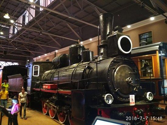 Russian Railway Museum: Внутри фотографировать очень сложно. Экспонаты огромные
