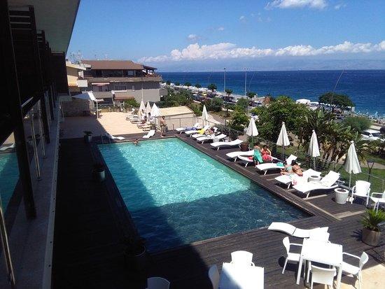 Main Palace Hotel: piscina al primo piano