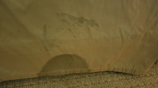 Staybridge Suites El Paso Airport Area: Stain on bedskirt.