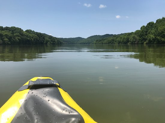 Gainesboro, TN: Kayaking on the lake