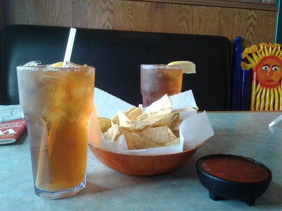 Las Delicias: Chips and salsa