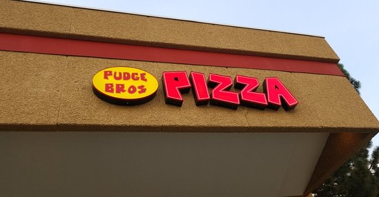 Pudge Brothers Pizza Foto