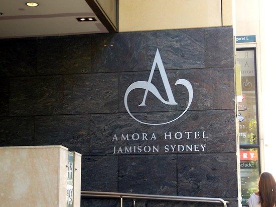 Amora Hotel Jamison Sydney: Entrance to the Hotel