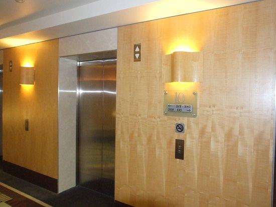 Amora Hotel Jamison Sydney: Ground Floor Elevators