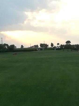 Golf Club Metaponto: Club house molto raffinata. Campo non in ottime condizioni, ma ottimo il disegno. Carrelli e pal