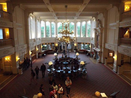 Disneyland Hotel: Inside Hotel