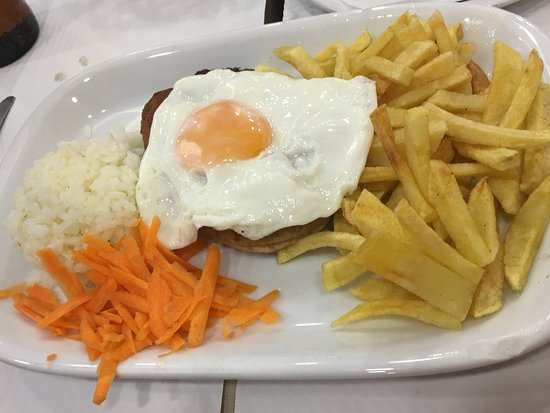 Restaurante Rio Coura: Alheira (sausage) with egg and fries