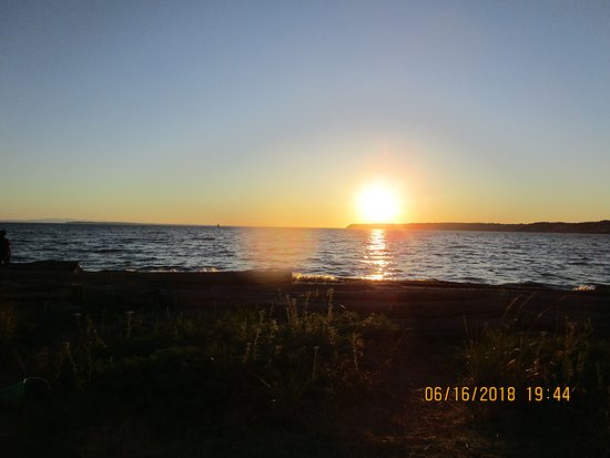 Semiahmoo Resort : Watching the sun set from a chair