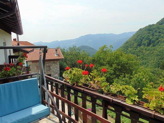 Letni vrt Pr' Jakču: Floating terrace