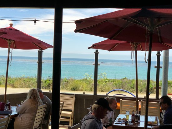 Moonstone Beach Bar & Grill: View from the patio