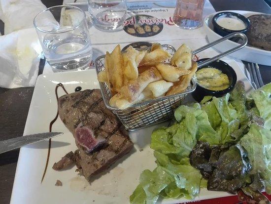 Saint-Quentin-sur-le-Homme, Франция: steack frites salade
