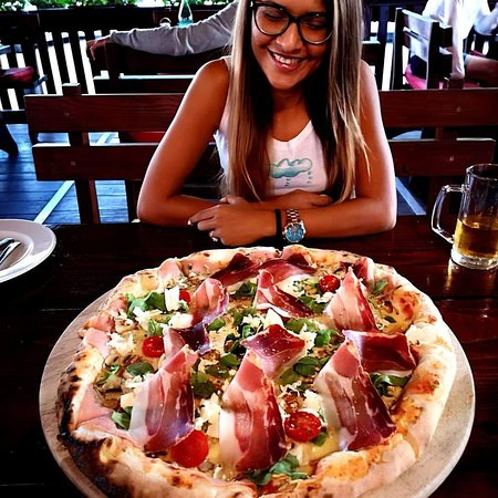 Stari Zagreb Pizzeria: This by far is the best pizza ive ever triedand would hghly recommend the jumbo with stuffed cru