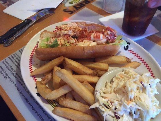 Harry's Bar & Grille: Lobster Roll: Try It