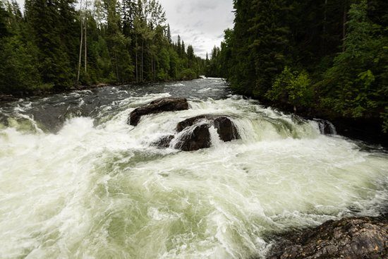 Wells Gray Provincial Park: mush bowl down from the falls