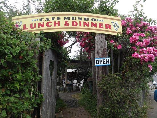 Cafe Mundo: Entry to restaurant.