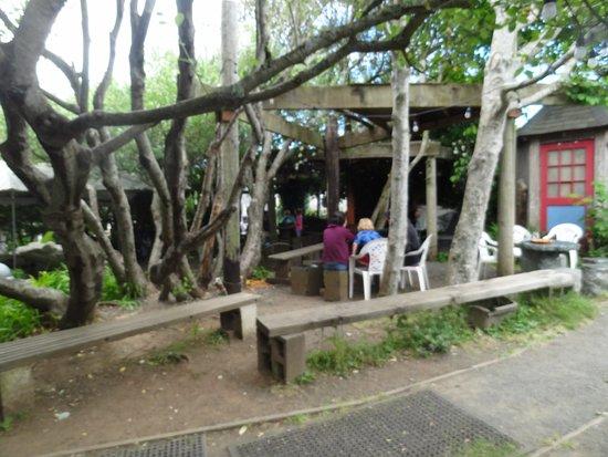 Cafe Mundo: Outdoor seating area.