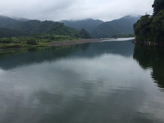 Pleasure Boat in Shimanto River : 緑色に水をたたえる四万十川