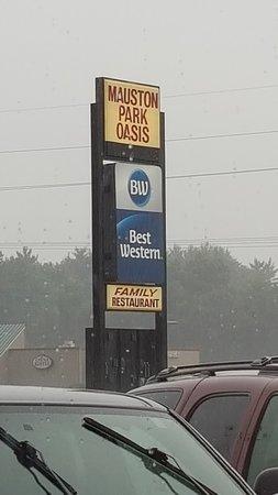 Mauston Park Oasis Restaurant: sign at street