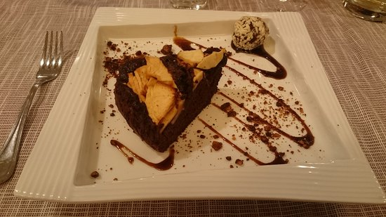Fener, Itália: Torta casalinga di cioccolata e pere