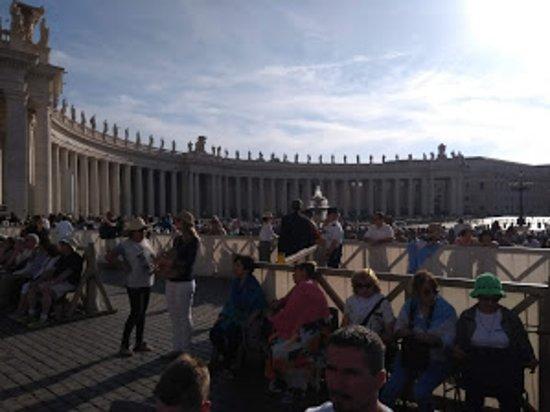 St. Peter's Square: Piazza San Pietro D