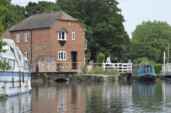 Kennet & Avon Canal: Picturesque moments