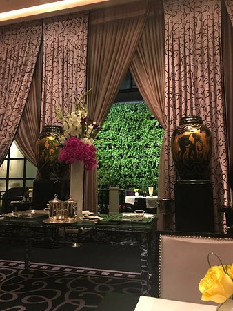 Joel Robuchon: Dining Room