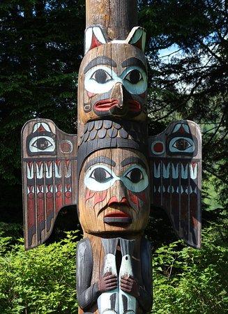 Totem Bight State Historical Park: Totem close up