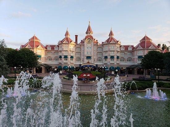 Disneyland Hotel: beautiful hotel