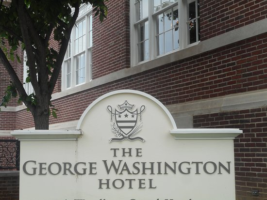 The George Washington a Wyndham Grand Hotel: The sign at entrance to the hotel