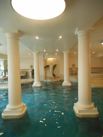 The George Washington a Wyndham Grand Hotel: Especially beautiful indoor swimming pool, next to the spa