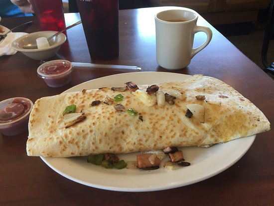 Weidman, มิชิแกน: Breakfast Burrito served w/nice salsa