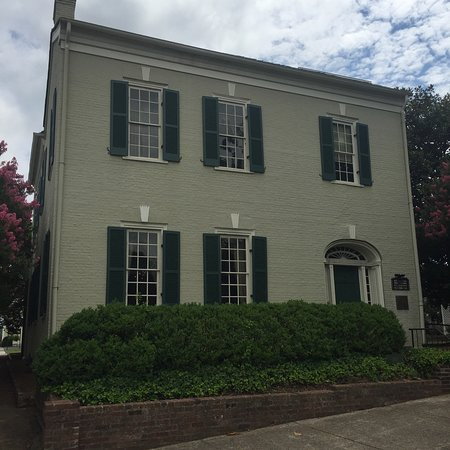 President James K. Polk Home & Museum: Simple exterior, wonderful treasures on the inside. Parking is to the left.