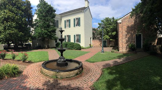 President James K. Polk Home & Museum: Main house on left, kitchen to the right. Taken from garden area in the back.