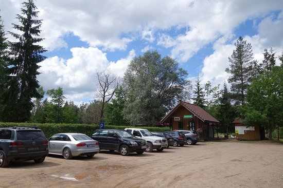 Cirulisi Nature Trail: Parking area at the camping ground, toilets are close to this parking area