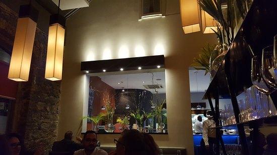 BUZO Osteria Italiana: The decor is simply elegant!