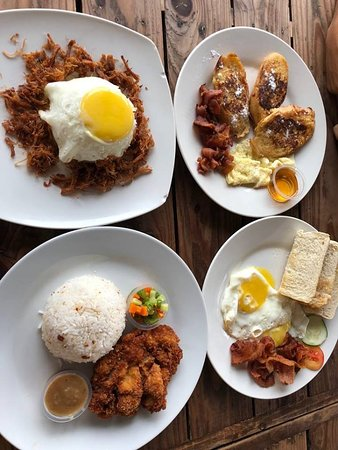 ‪‪Pampanga Province‬, الفلبين: Adobo flakes, porkchop, bacon and eggs, french toast‬