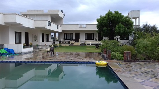 swimming pool and the six rooms - View from the open lawn of the villa/Hotel