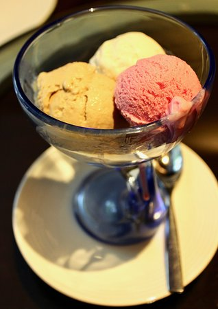 Jade: home made ice-creams in coffee, vanilla & strawberry flavours