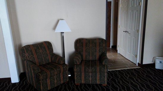 Frostburg, Maryland: Sitting area in suite